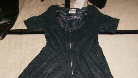 A vrut să-i facă un cadou iubitei i a furat o rochie dintr-un magazin