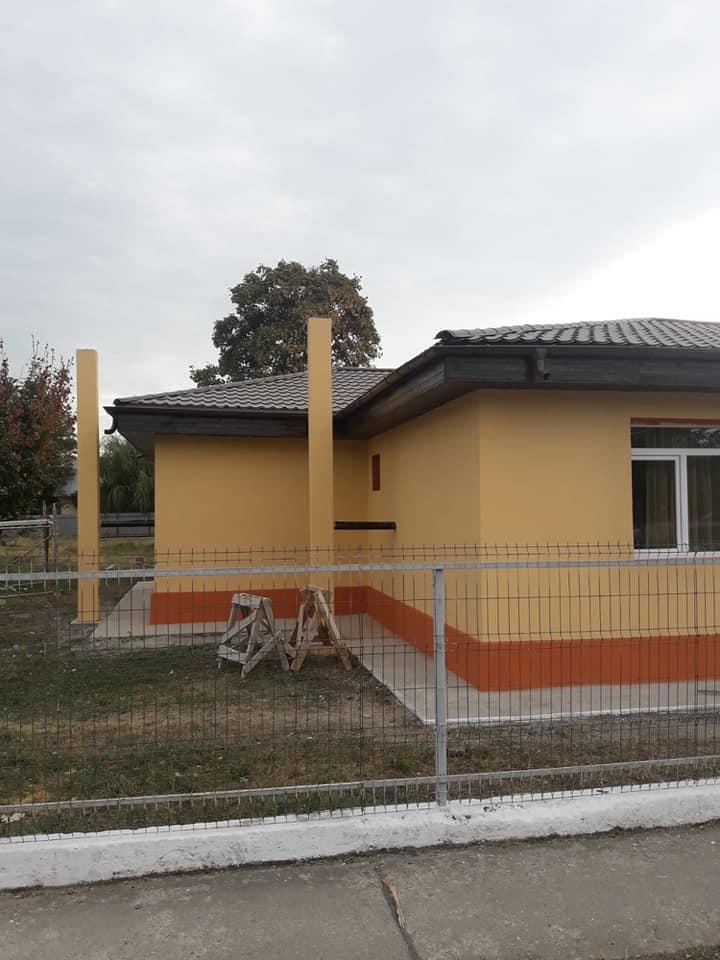 reabilitare a clădirii principale a Școlii Gimnaziale Movila Miresii, lucrări finanțate de la bugetul de stat prin Programul Național de Dezvoltare Locală conform contractului de finanțare încheiat cu MDRAP
